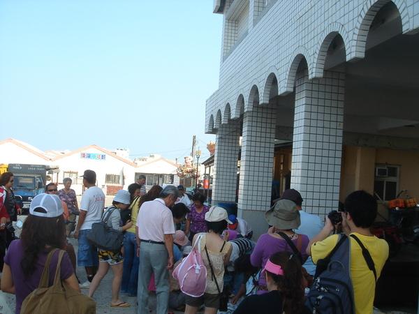 Day 2 一早的吉貝碼頭 擠擠擠 他們在擠什麼?