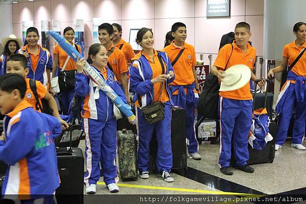 墨西哥團抵達台灣桃園中正機場,見到我們的歡迎後,開心快樂.JPG