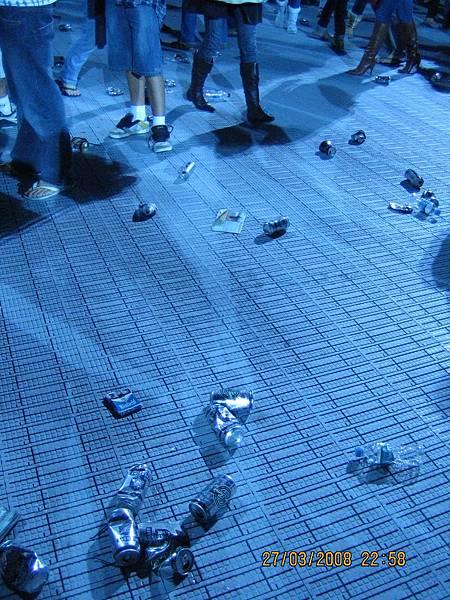 演唱會後滿地酒瓶
