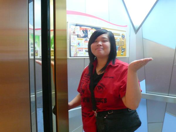 電梯小姐.JPG