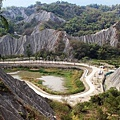 惡地體驗步道 將泥岩惡地框景出成一「心」形。.JPG