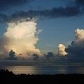 冬日門前的雲彩