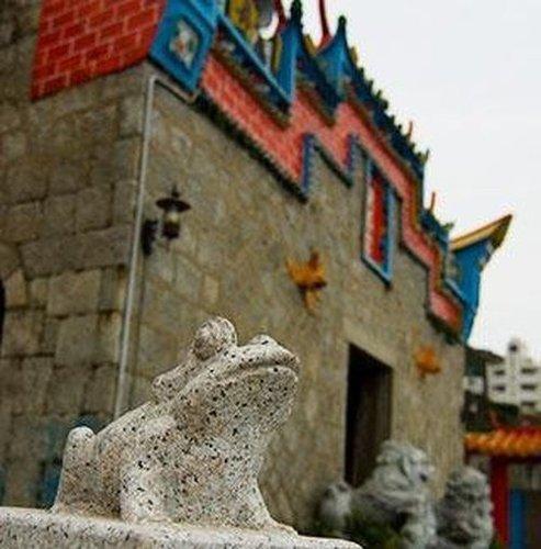 廟旁附近都可見到以青蛙為裝飾.jpg