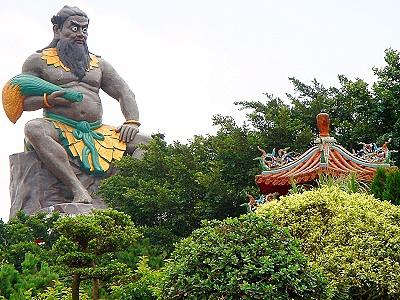 長祥宮的五穀神農大帝塑像全身由青銅打造,號稱是台灣最大的神農大帝神像。.jpg