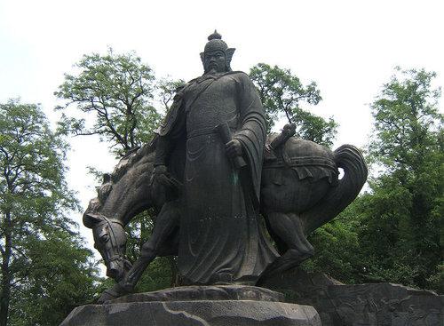 武漢黃鶴樓 岳王像.jpg