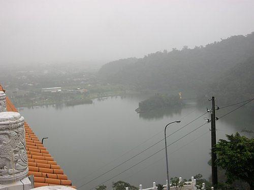 35三清宮 前的梅花湖.jpg