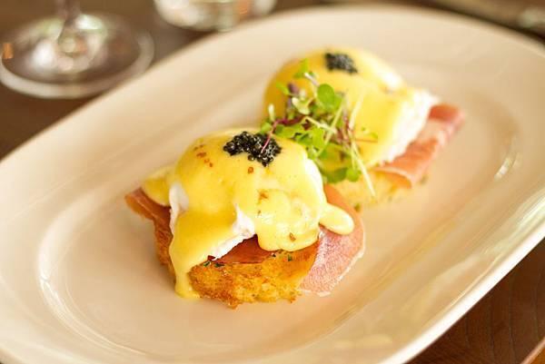Eggs Benedict 1.jpg