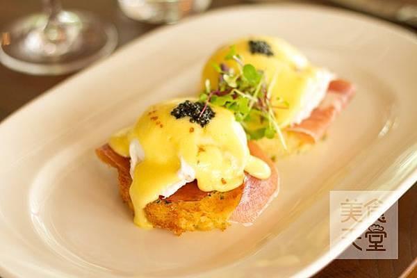 Eggs Benedict 1_watermark.jpg