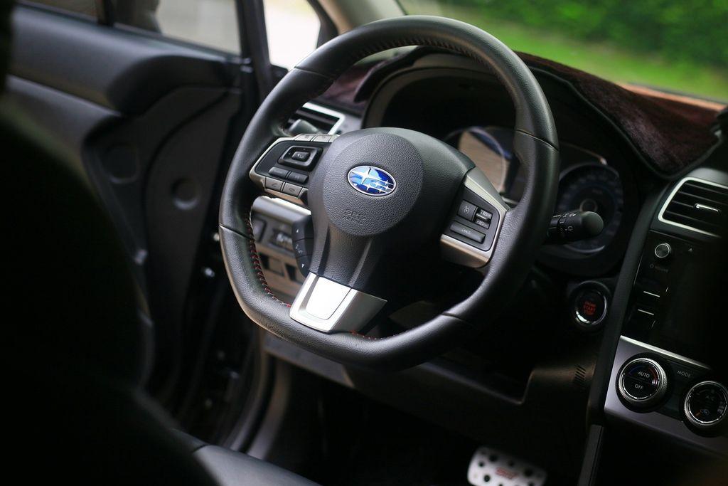 WRX Steering Wheel_IMG_0415.jpg