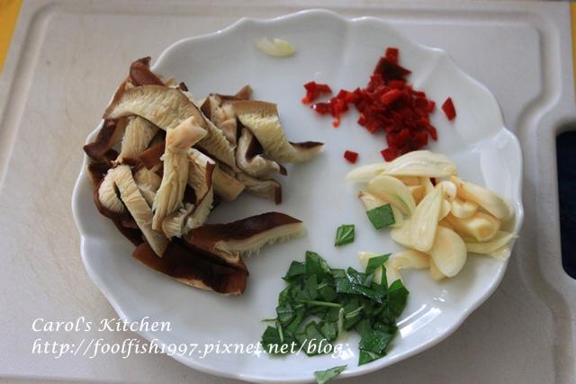 橄欖油清炒辣味野菇義大利麵IMG_4550