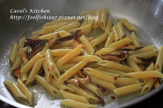橄欖油清炒辣味野菇義大利麵IMG_4560