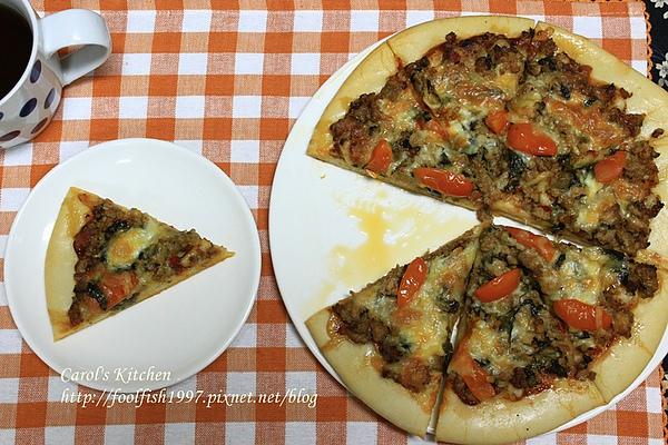 泰式打拋豬肉 pizza 01.JPG
