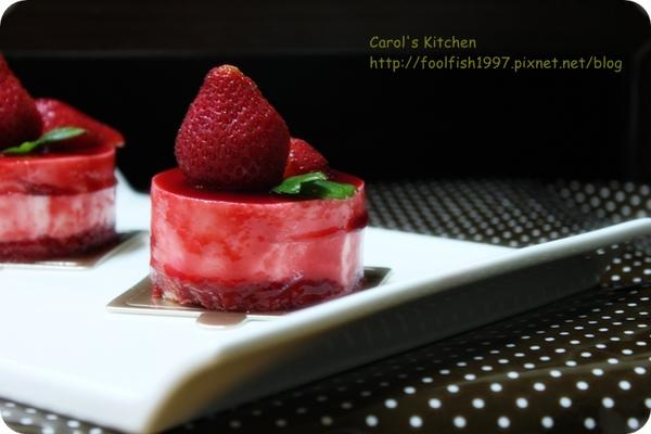 草莓慕斯蛋糕 01.JPG