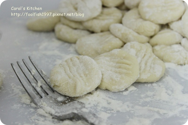 法式磨菇燉雞佐馬鈴薯麵疙瘩 05.JPG