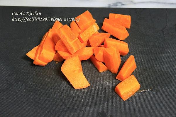 胡蘿蔔韭黃豬肉水餃 02.JPG