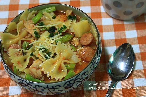 燻雞香腸蕃茄義大利麵湯 01.JPG