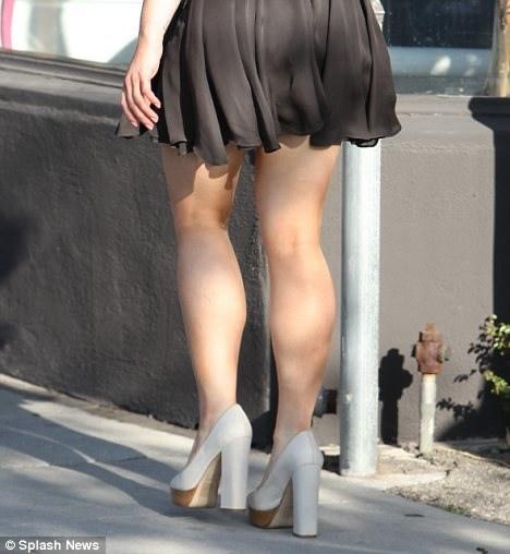 Kelly Osbourne calves (3)