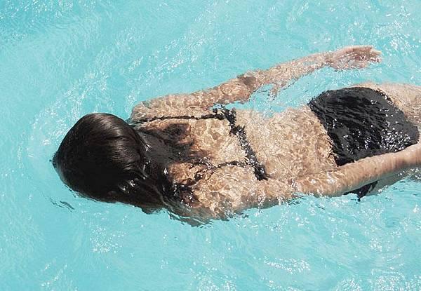 游泳.jpg