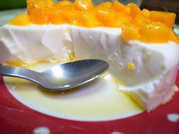 13.鮮奶酪細緻的Q嫩口感.JPG