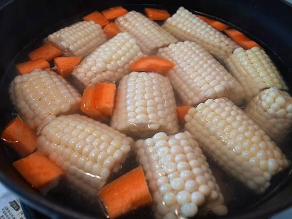 3.carol玉米排骨湯.JPG