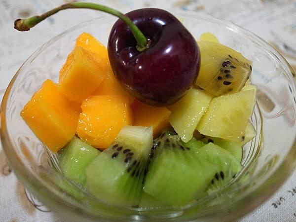 9.冰涼的五色水果丁.JPG
