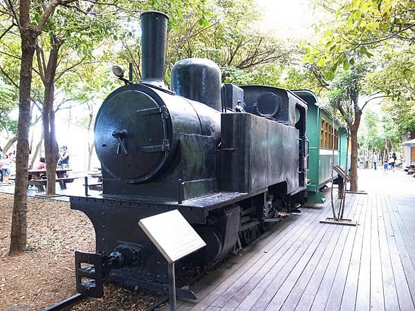 8.蒸汽火車與綠色車廂.JPG
