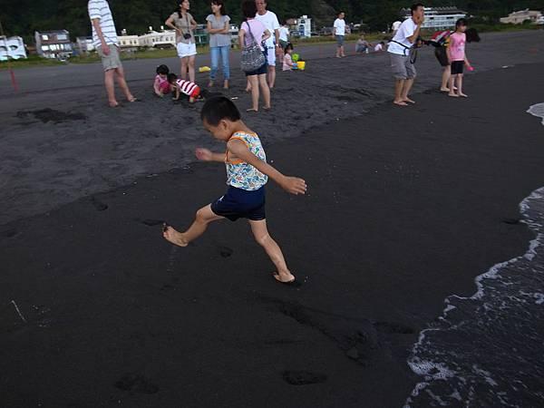 22.黑灰色的沙.JPG