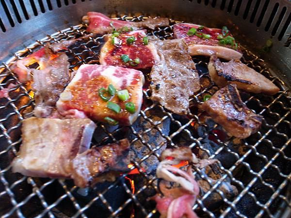 好香的烤肉.JPG
