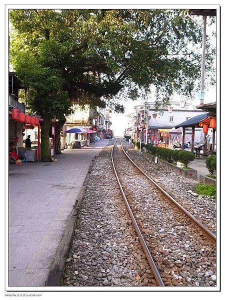 5.鐵道就在路中央.jpg