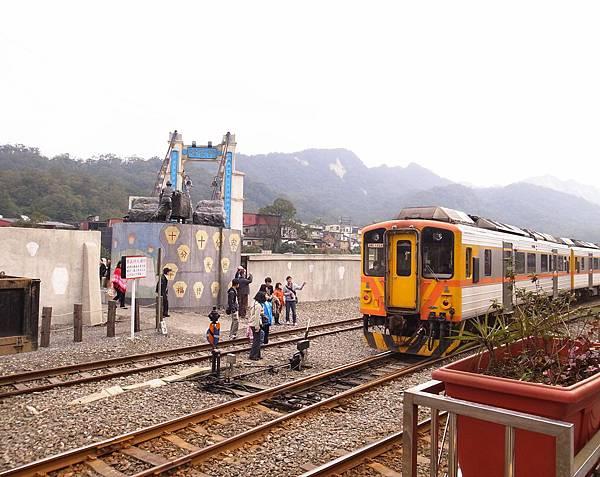 24.火車來囉!.jpg