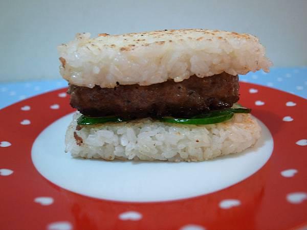 11.心型米漢堡的側面照.jpg