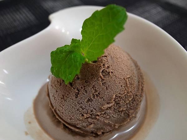 11.巧克力冰淇淋.jpg