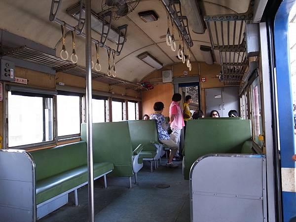4.柴油火車內裝.jpg
