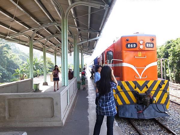 24.火車抵達泰安舊站.jpg