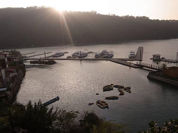 9.夕陽西下湖景16點41.jpg