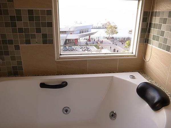 26.澄園按摩浴缸&窗外美景.jpg