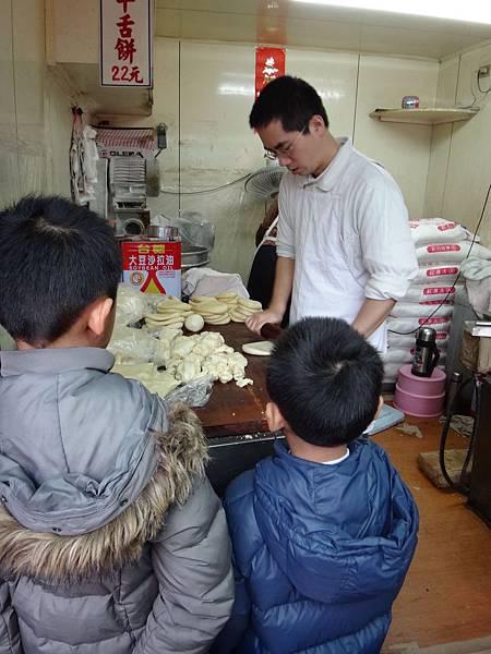 30.父傳子承的牛舌餅.jpg