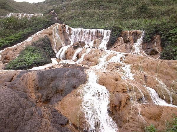 9.水量豐沛的黃金瀑布