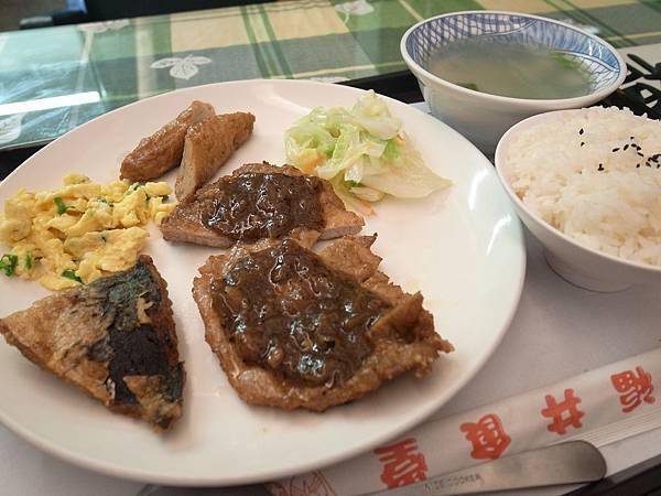 23.黑楜椒排骨飯