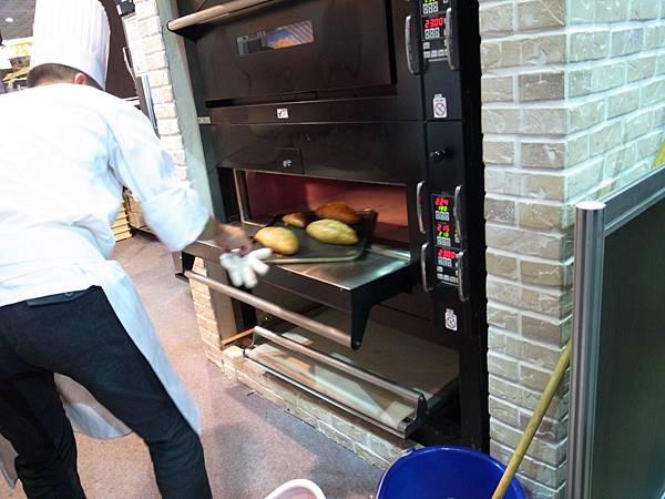 15.窯式專業烤箱