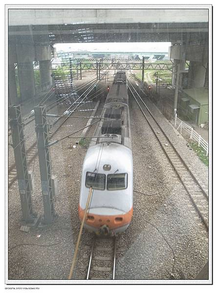 11.低頭看火車呼嘯而過
