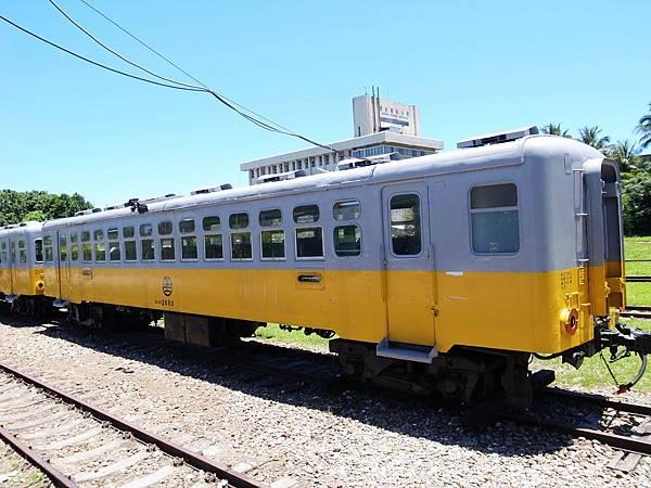 27.難得一見的黃色列車
