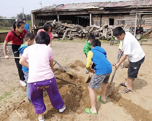 8.沙地挖窯洞