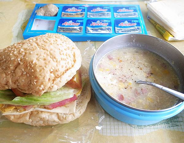 48.漢堡加玉米濃湯