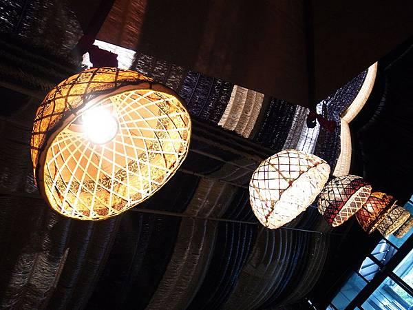 13.傘骨罩燈