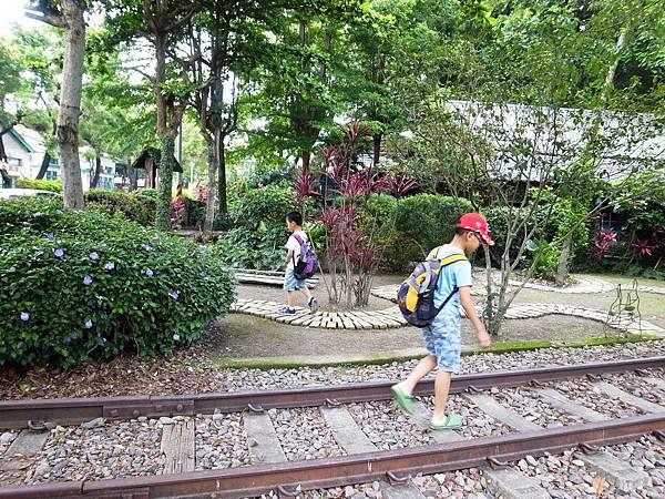 9.走在鐵支路上