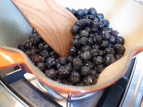 17.煮藍莓醬