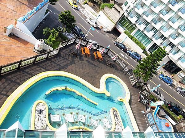 7.樓下泳池