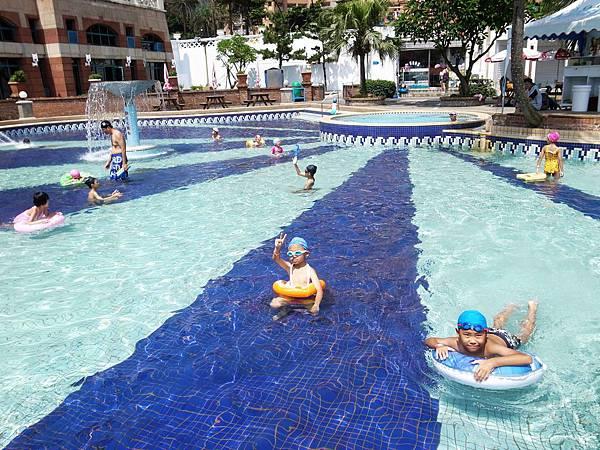 27.兒童戲水池