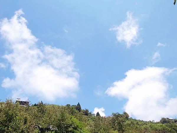 2-7藍天白雲青山相伴